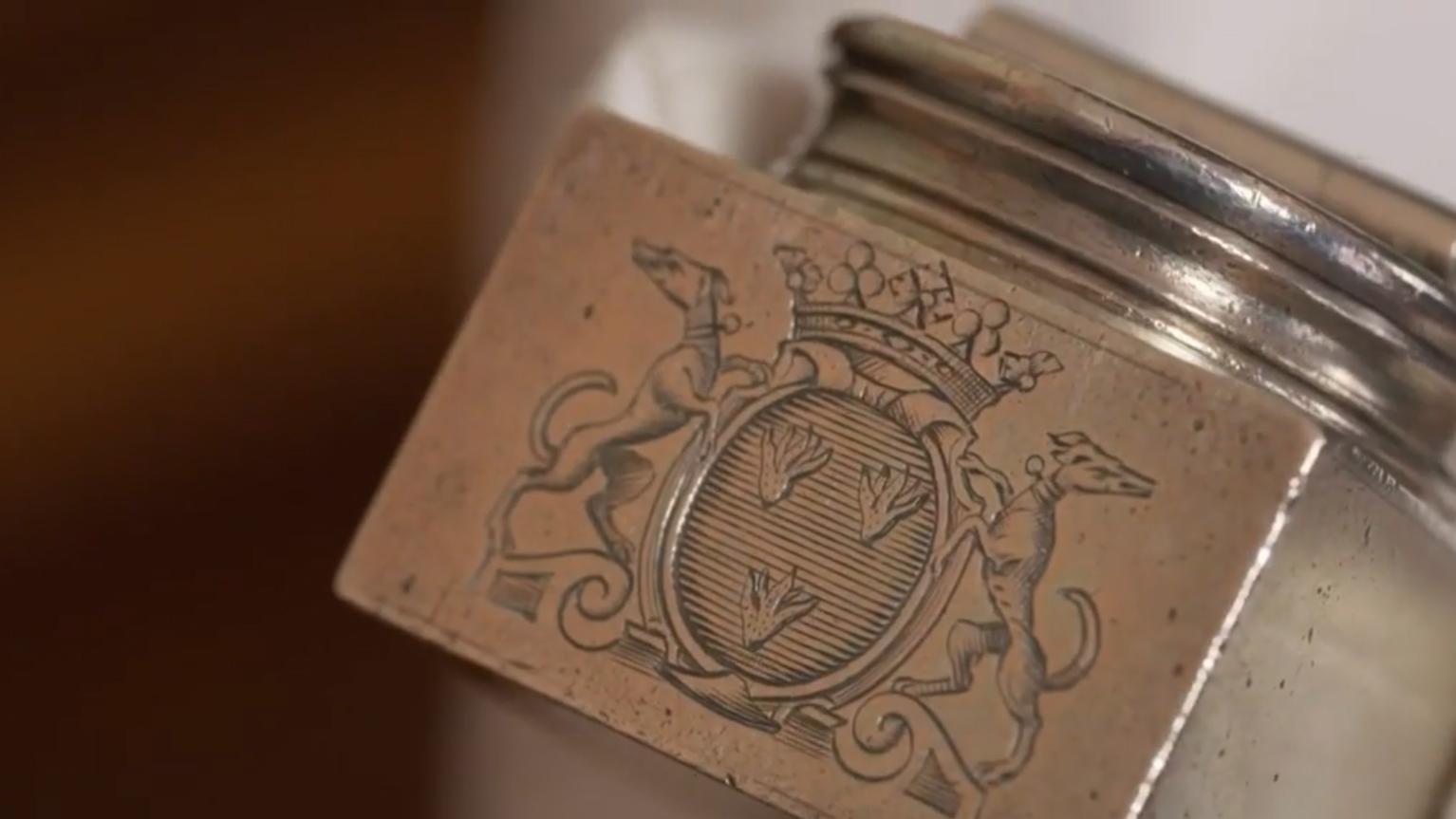 Aux Délices - Pot d'encre - Armoiries de Voltaire - Les 2 Levriers - d'purb dpurb site web