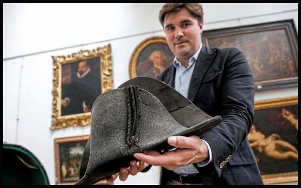 Un Vrai Chapeau de Napoleon mis aux enchères à Lyon