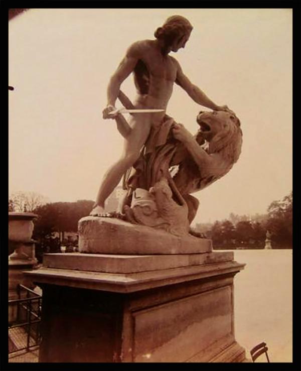 Alexandre Le Grand vainqueur du lion de Bazaria, sculpté par jacques Dieudonné